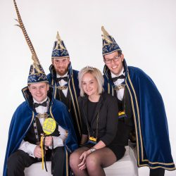 Prins Tim (Janssen) I met Prinses Jenny met hun adjudanten Tom Ummenthun en Thijs Baltissen 1