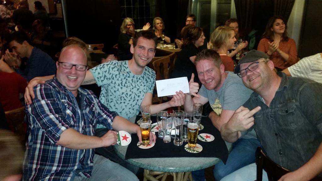 """""""En aan tafel 3"""" slumste team van Pubquiz 2017"""