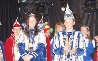 Jeugdprins Marcel III en Jeugdprinses Sanne I zwaaien met de scepter in 2019